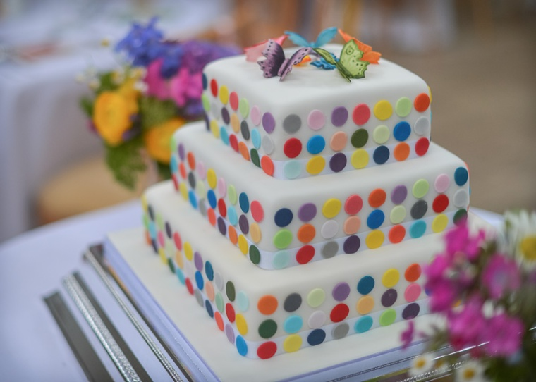 unusual wedding cake matara gloucestershire