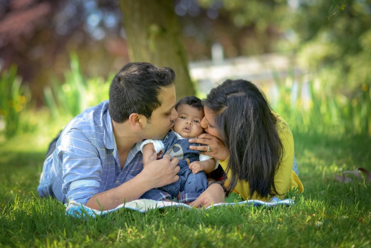 outdoor family baby photo shoot Cotswolds Matara