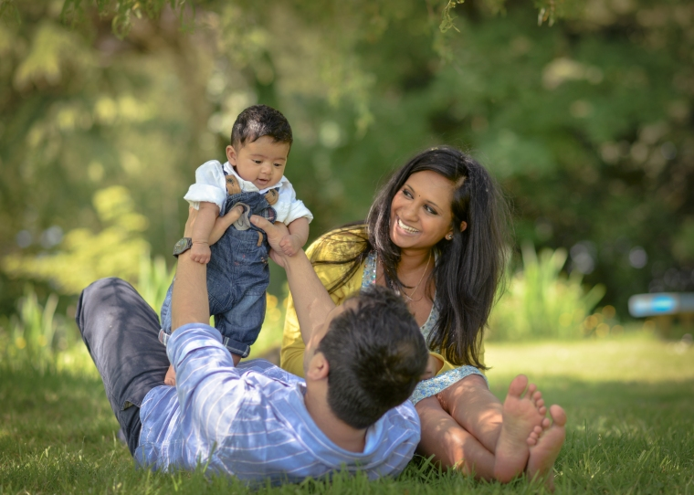 outdoor family photo shoot Cotswolds Matara