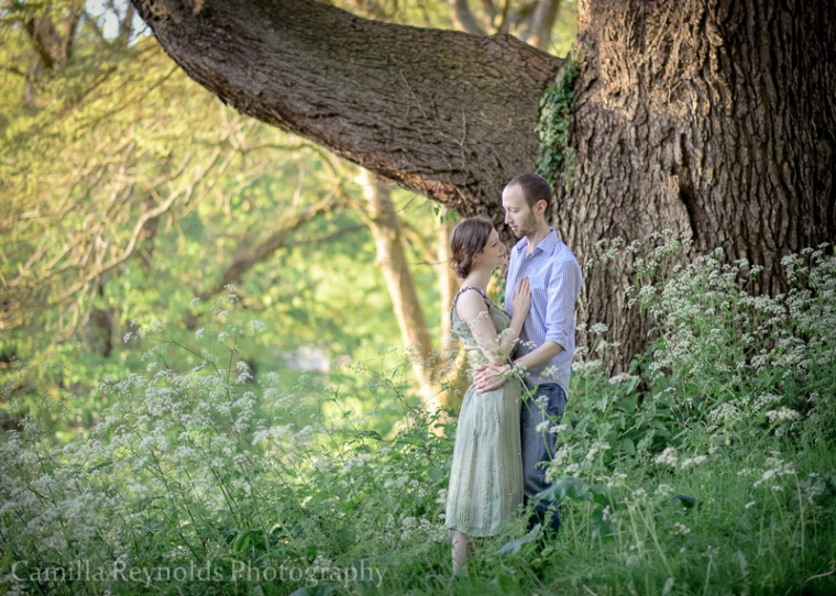 Cotswold wedding photoghraphers natural engagement photo shoot