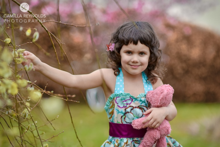 outdoor children photo shoot Gloucestershire Cotswolds girl spring