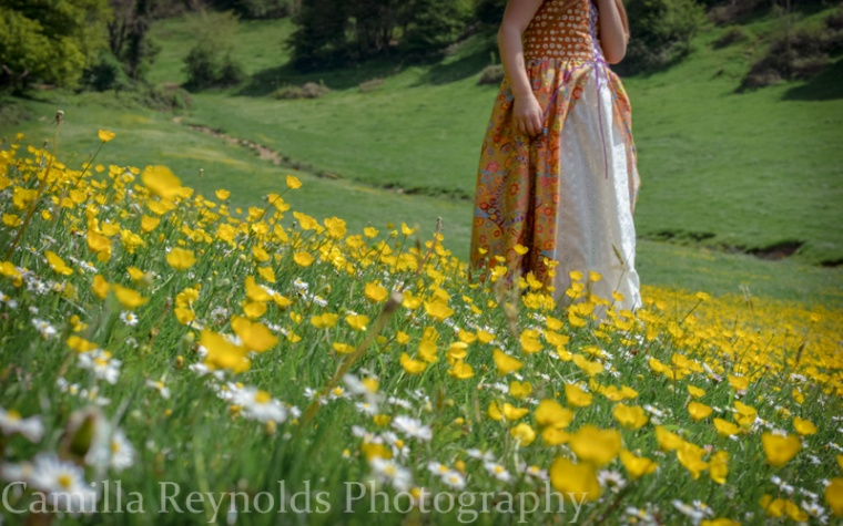 natural children photography girl photo shoot Cotswolds