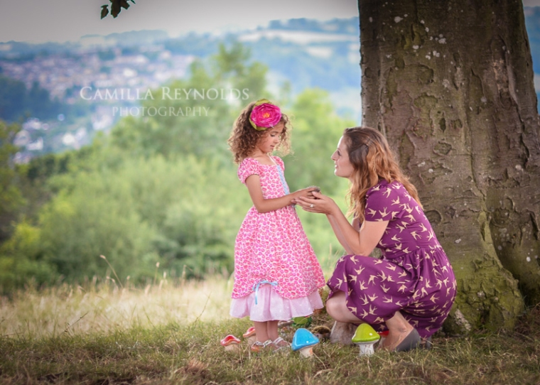 creative children photography Cotswolds mother and daughter