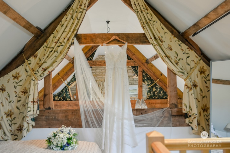 bride dress Cotswold natural wedding photographers