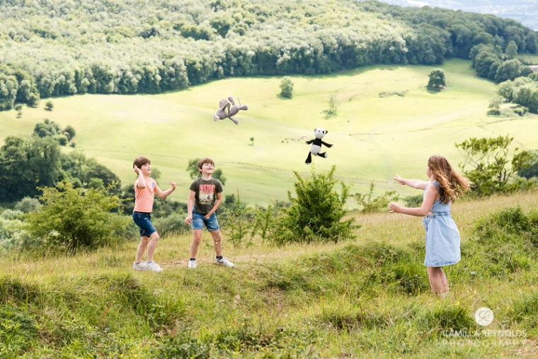 natural family children photography countryside field Cotswold