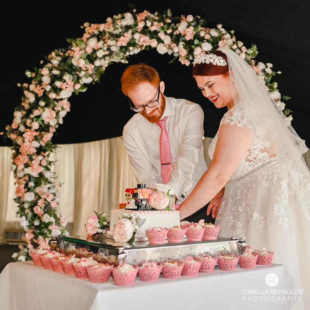 cake cutting wedding photography oxfordshire